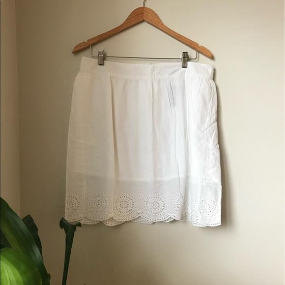 🐙 2/25 NWT - Beautiful white skirt with eyelet